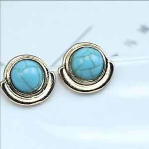 Jewelry - Vibrant turquoise stud earrings